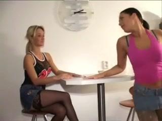 Групповой лесбийский секс с колготками на голове