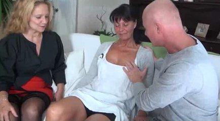 Порно Пожилые Дамы Шалят